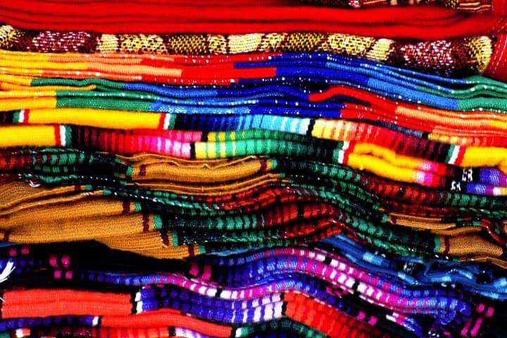 Sarapes de colores Foto Néstor Solorio López