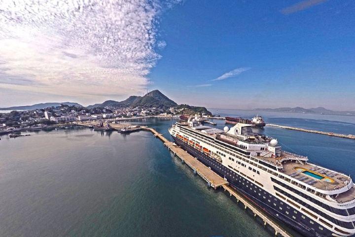 Crucero en puerto de Manzanillo, el más importante de México Foto: Colima Noticias