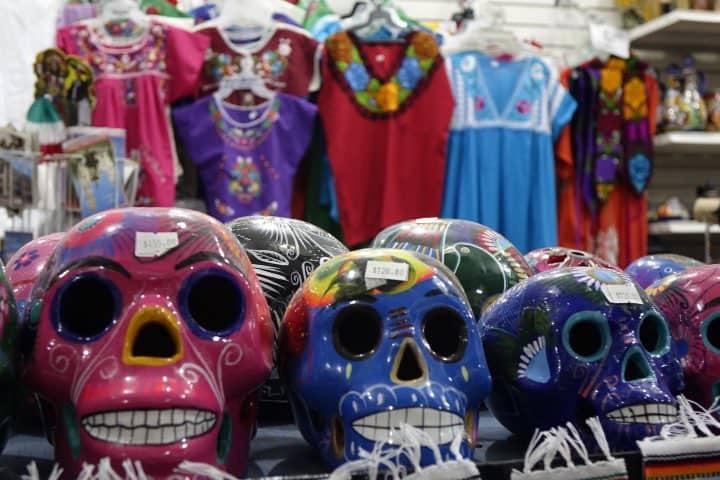 Adquiere una de las artesanías de su Mercado Foto: Cynthia Cabello
