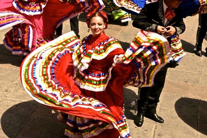 Guadalajara tiene uno de los Récords Guinness en jarabe tapatío Foto: Archivo