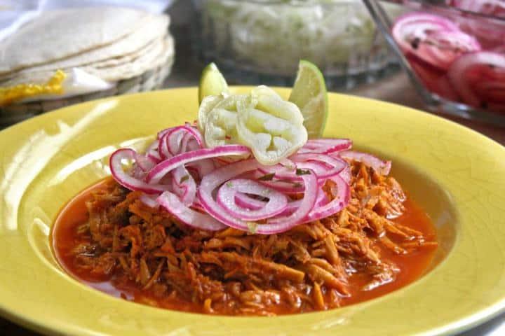 La cochinita pibil es un representativo de la gastronomía de Campeche Foto: Revista Vía México