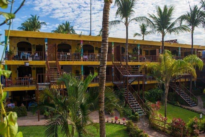 En Rincón de Guayabitos, una gigantesca alberca natural puedes hospedarte en estas cabañas Foto: Las cabañas del capitán
