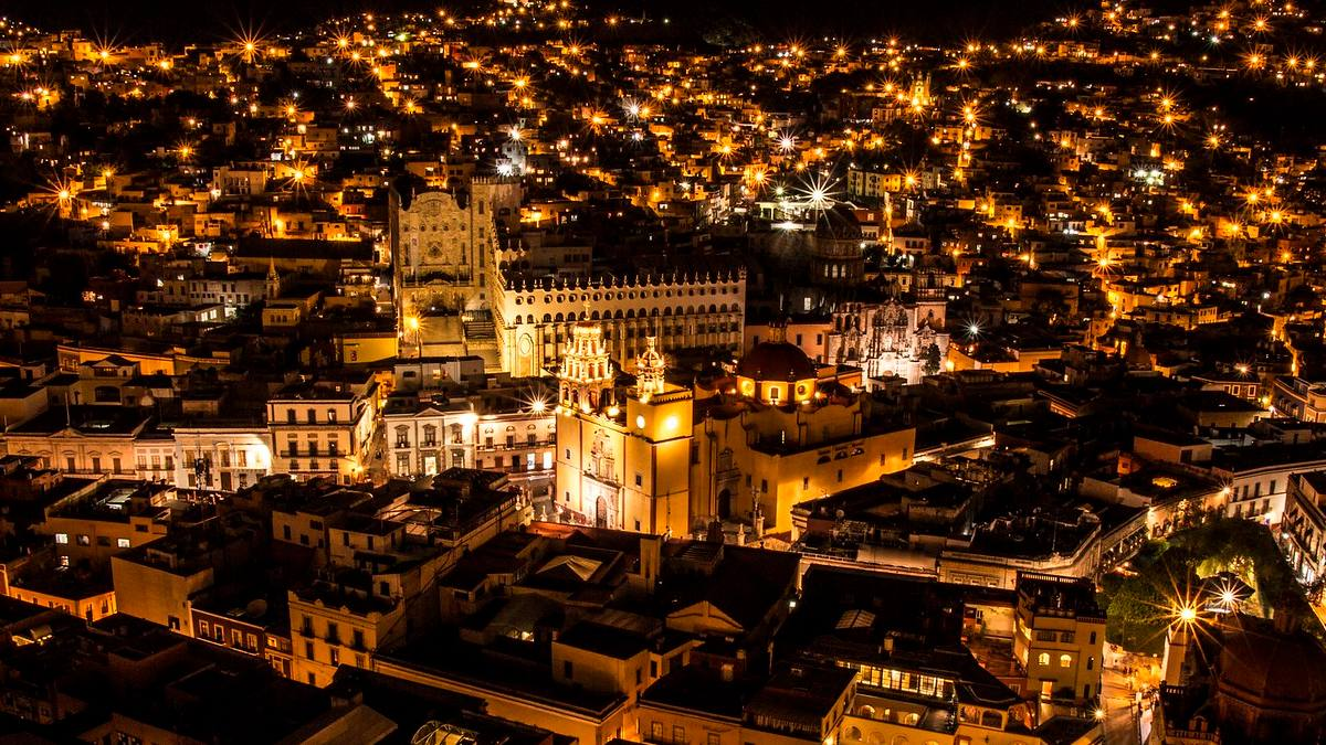 Guanajuato por la noche Foto por Alejandro Fuentes.