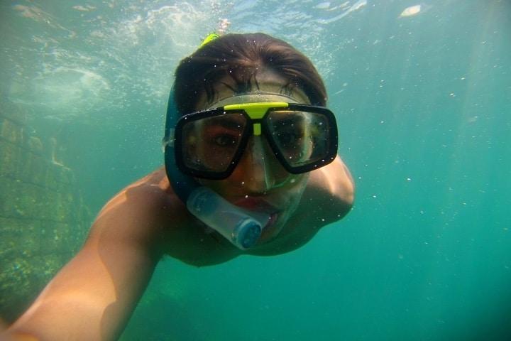 Haciendo snorkel y usando esta herramienta para viajeros Foto Archivo