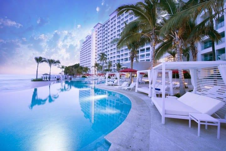 """Hotel Grand Fiesta Americana Puerto Vallarta; puedes obtener una noche gratis en este hotel con la campaña """"Vuelve a viajar"""" de Posadas Foto Trivago"""