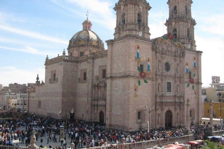 La Catedral Basílica de San Juan recibe miles de fieles Foto Archivo