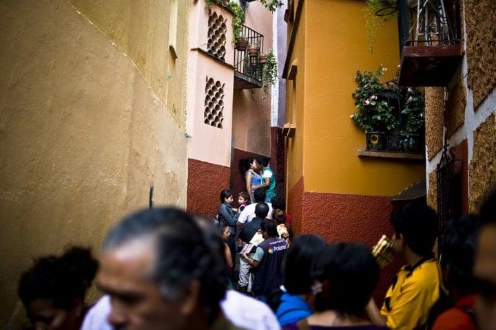 La leyenda del callejón del beso atrae muchos turistas Foto Salvador Gutiérrez