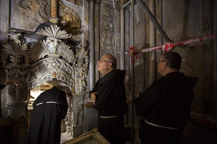 La Tumba de Cristo es uno de los lugares que puedes visitar en esta experiencia virtual Foto: ODED BALILTY para NATIONAL GEOGRAPHIC