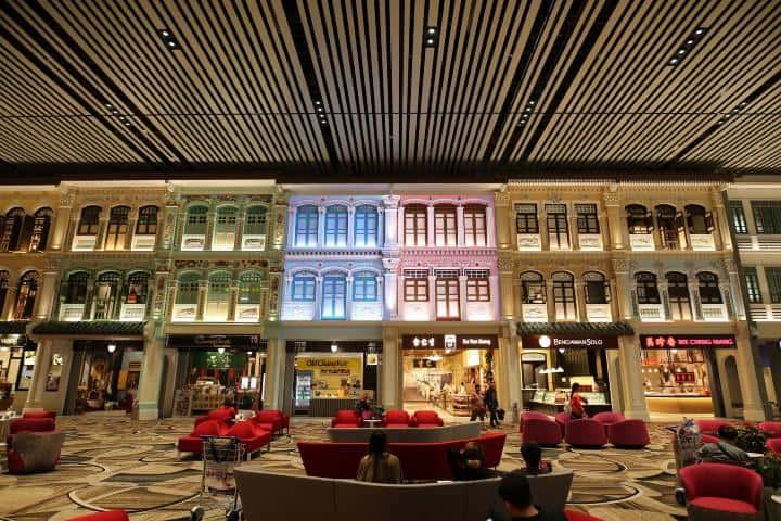 Tiendas dentro del aeropuerto en donde podrás disfrutar y hacer compras Foto: Changi Airport