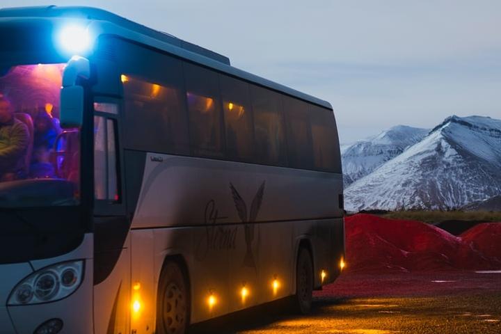 Viajar en autobús es una buena opción.