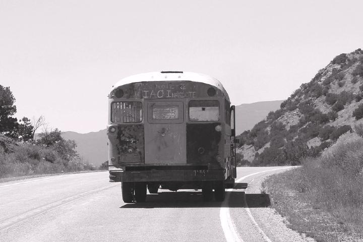 Cuidado si ves un autobús viejo en carretera, podrías ser parte de la leyenda del autobús fantasma Foto: Archivo
