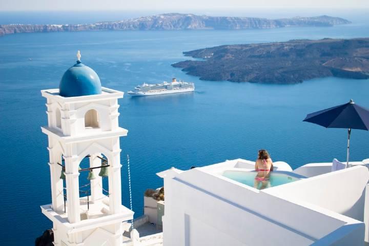Después de conocer lo que la aplicación tiene para ofrecerte es hora de disfrutar un crucero islas griegas Foto: HelloLigtbulb