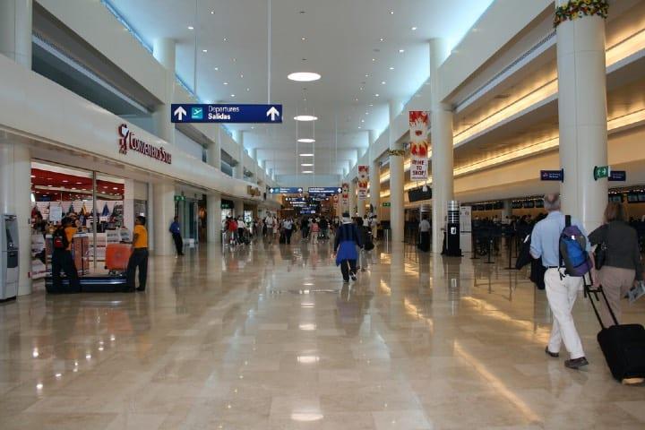 Aeropuerto Internacional de Cancún Foto Radio Formula QR