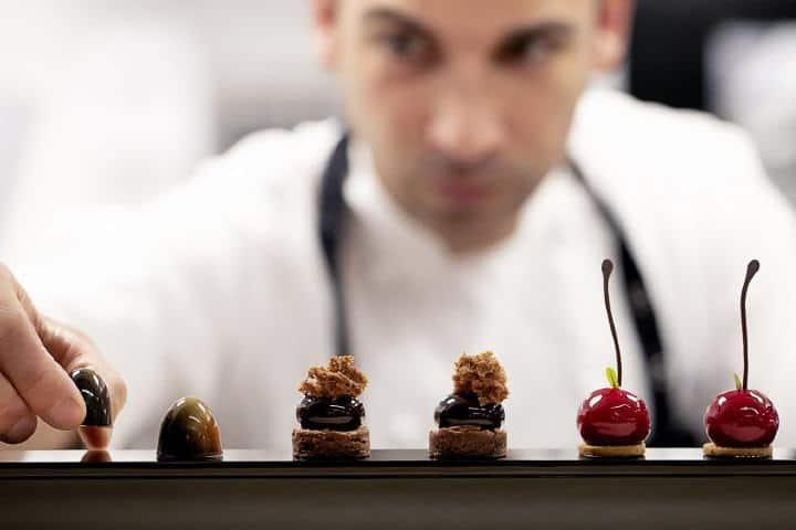 Preparando ricos aperitivos. Foto: Restaurant Lasarte.