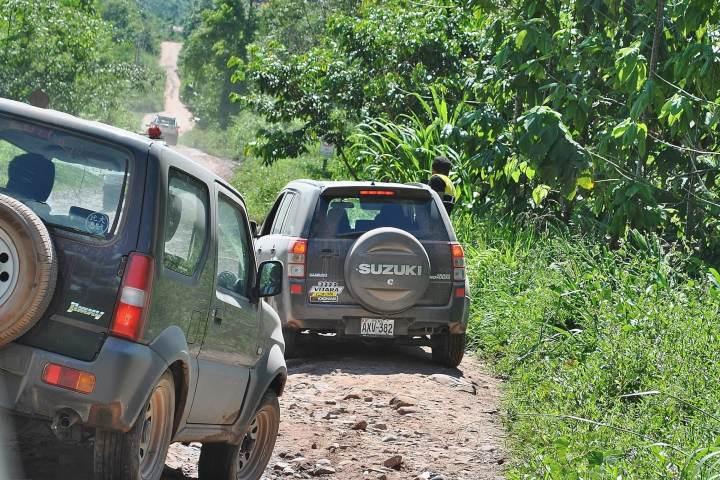 Camionetas en paso a Lagunas Montebello. Foto: Sobre Ruedas