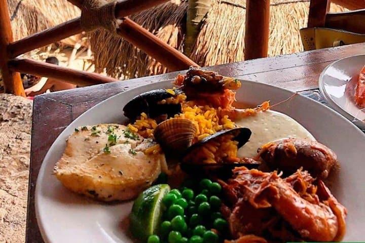 Disfruta de rica comida en Dos Playas Foto: Xcaret