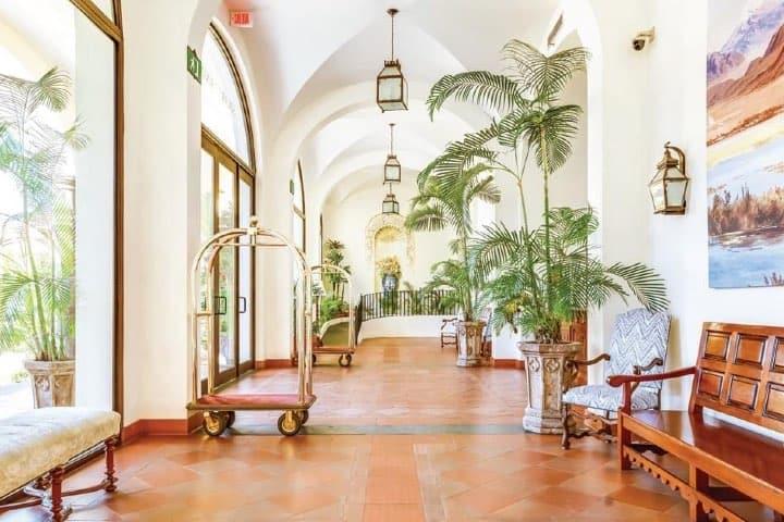 El hotel de Mundo Cuervo reabre sus puertas El personal brinda la seguridad a todos los habitantes Foto Hotel Solar de las Ánimas