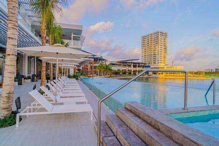 El descanso que te ofrece este hotel donde podrás disfrutar de sus atracciones y claro, de Xcaret Foto: Renaissance Cancún Resort & Marina