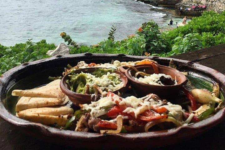 Disfruta de la comida qué hay en este lugar, y si no sabes dónde comer en Xcaret, aquí te lo decimos Foto: Xcaret