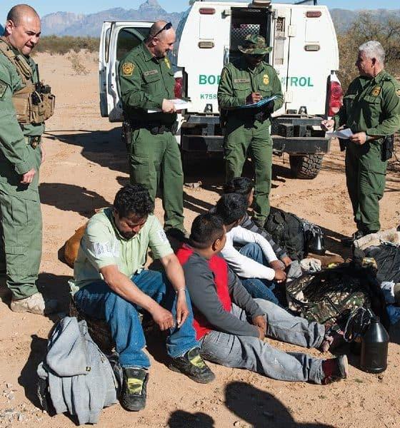 Inmigrantes detenidos por la Border Patrol. Foto: MXCity