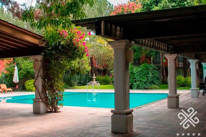 Jardines y Alberca Foto Hotel Gobernador.