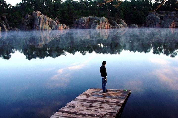 El Lago de Arareco es tan cristalino que parece espejo. Foto: Soy Chihuahua