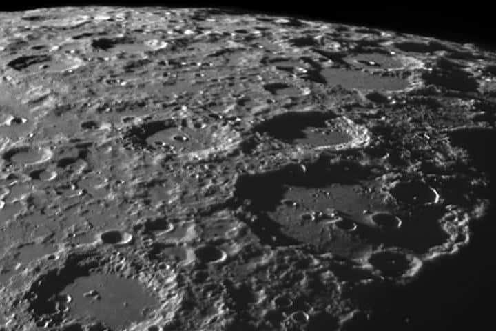 Nuestra luna a detalle gracias al observatorio. Foto: Dark Sky Alqueva.