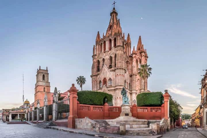 Foto panorámica de la Parroquia de San Miguel Arcángel. Foto: Mi México 360.