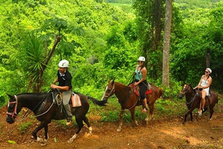 Paseo en caballo. Foto: CR Tours