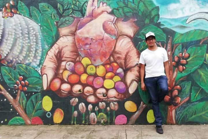 Pluma Hidalgo y su arte - Foto Luis Juárez J.