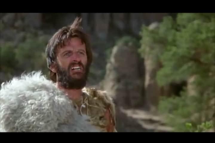 "Ringo Starr en la película ""Caverman"" Foto: EPMF"