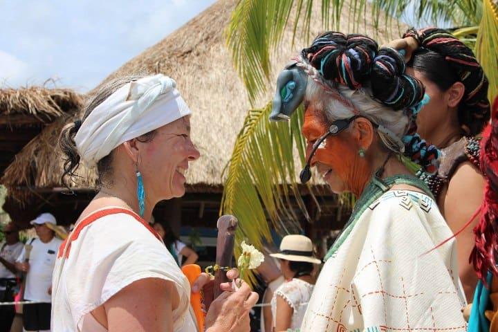 Tributo a la diosa Ixchel en Travesía Sagrada Maya; parte de las fiestas y ferias de Xcaret Foto: Xcaret