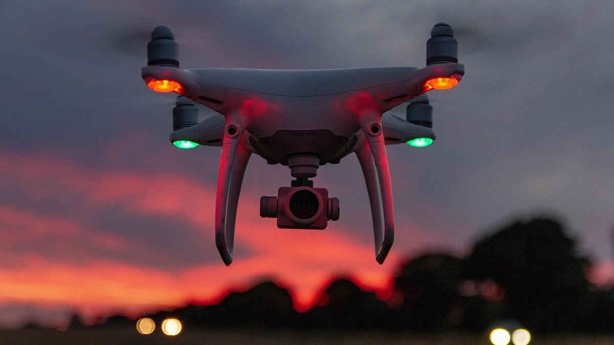 requisitos para volar un dron. portada Foto