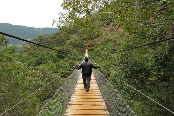 ¡Qué vértigo! ¿Te atreves a cruzar el puente? Foto: Archivo