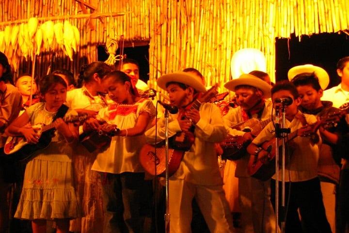 La pureza del Huapango, baile tradicional representado a través de los niños Foto: Archivo