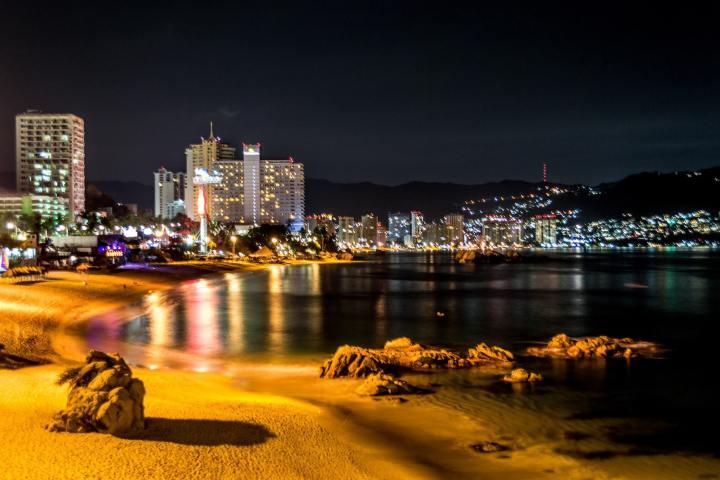 """Acapulco debería de ser conocido como""""La segunda ciudad que nunca duerme"""". Foto: Pitimimines"""