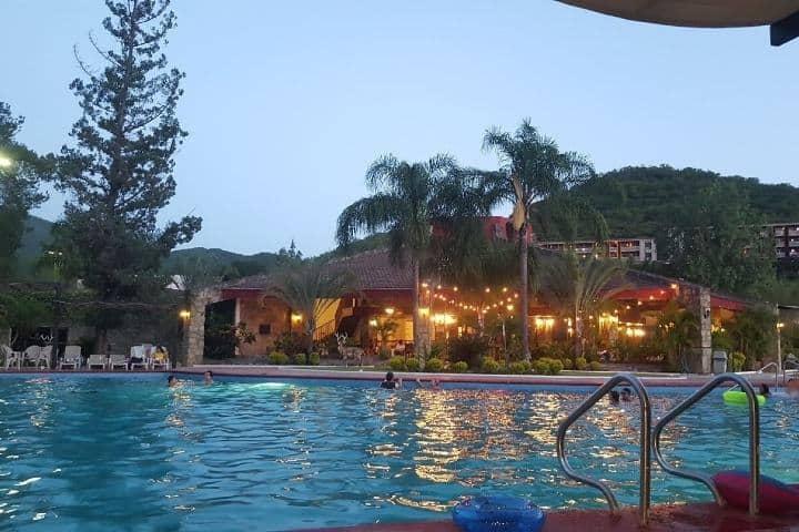 Alberca del Hotel Cola de caballo Foto: Hotels Combined