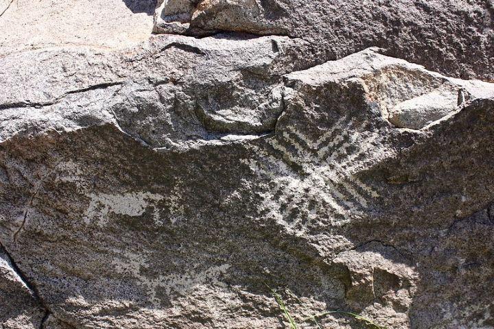Alucinantes piedras grabadas en La Proveedora Foto: Trevor Huxham