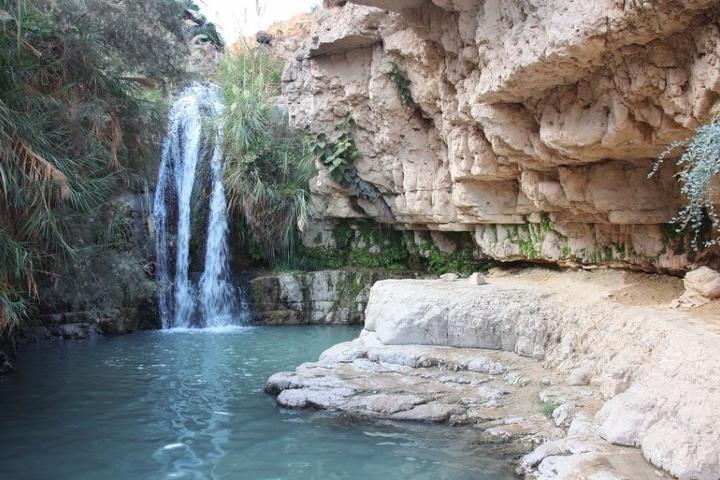 Cascada y piscina natural. Foto: Rami R