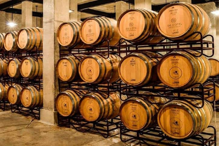 Cava de vino Foto DE COTE Casa Vitivinícola | Facebook
