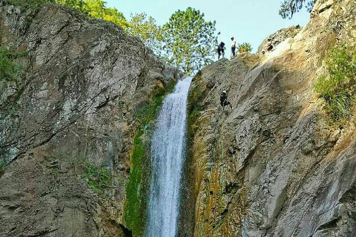 Baja con una cuerda por el cañón de Matacanes Foto: mochileromx