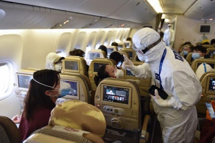 Conoce el riesgo de contagio de COVID-19 en un avión Foto Archivo