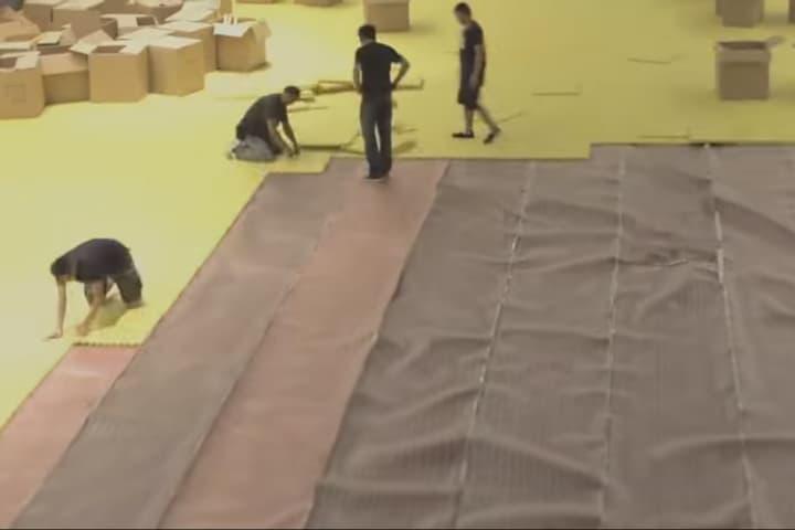 Construccion-de-alberca.-Hong-Kong.-Foto.-YouTube-1