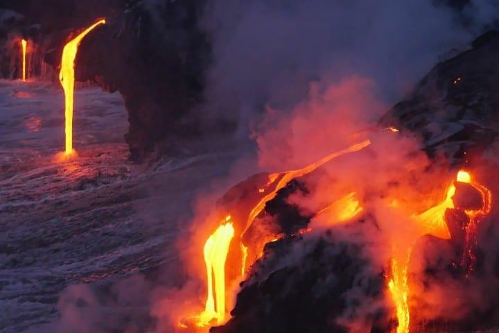 Dónde la lava se hunde en el mar Foto greenlandview | instagram