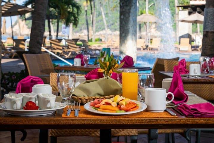 Disfruta de un desayuno junto a la alberca Foto: Pierre Mundo Imperial | Facebook