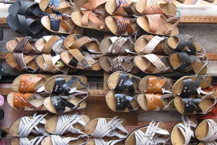 En Puebla, hay muchos pueblos productores de huaraches y clazado. Foto: HB.