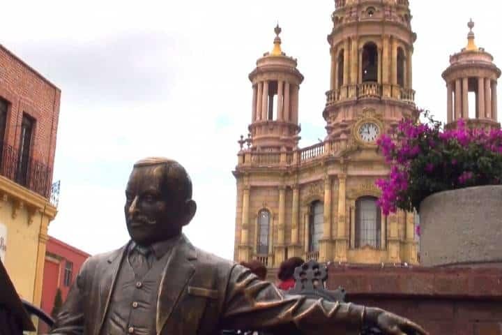 Estatua de Refugio Reyes Rivas Foto: BI NOTICIAS