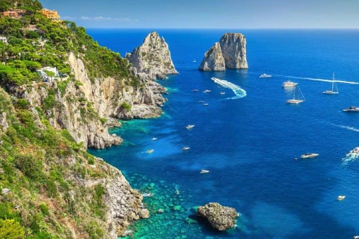 Famosas piedras de Isla Capri Foto: La Vanguardia