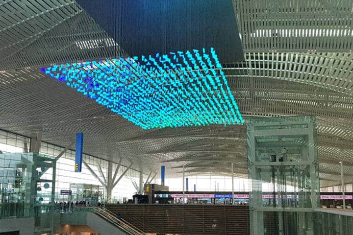 En el Aeropuerto de Incheon no usan decoraciones convencionales, aquí las luces LED son lo esencial. Foto: Wow Korea