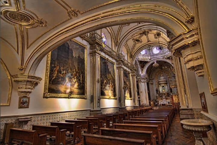 Interior del templo de San Antonio de Padua Foto: Microsoft Sway